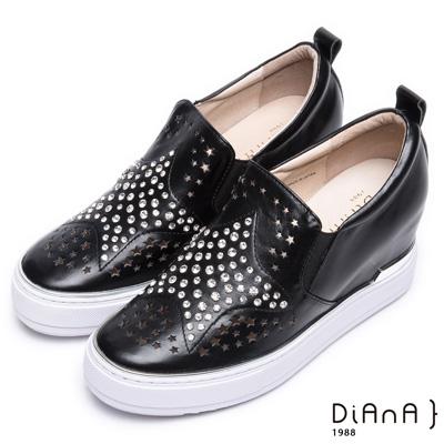 DIANA 摩登時尚—閃耀星鑽沖孔內增高休閒鞋-黑