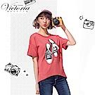 Victoria 球鞋綁帶印花寬鬆短袖T-女-磚紅