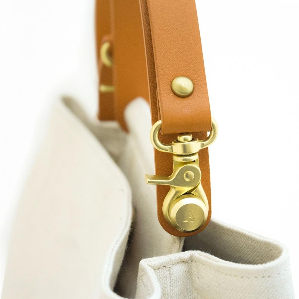 【IBAOBAO愛包包】ADOLE-ADay皮革斜背包/米帆布包+棕色提把
