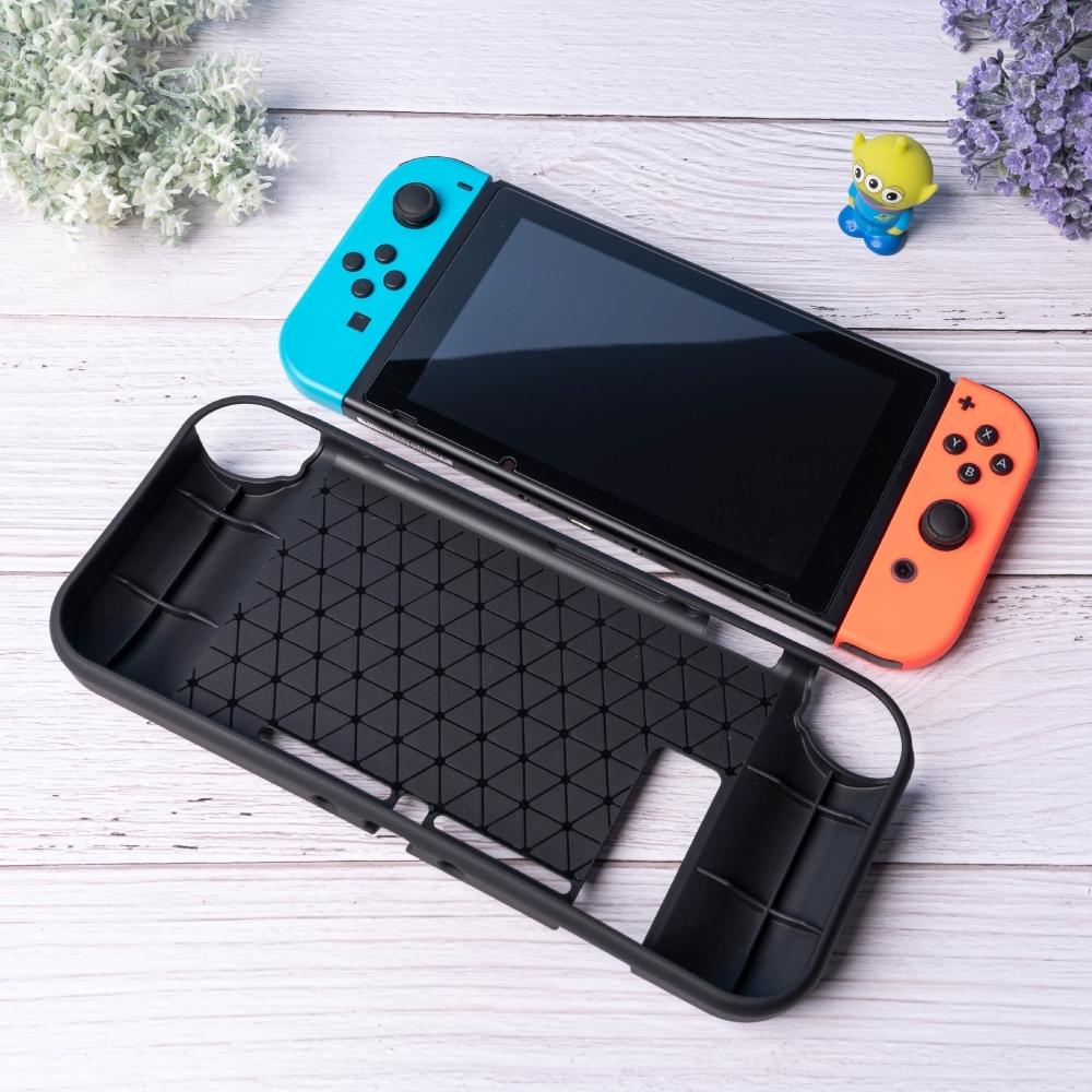 任天堂 Nintendo Switch 保護殼 髮絲紋 類碳纖紋 防摔TPU殼