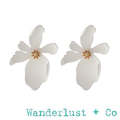 Wanderlust+Co山茶花耳環 - 象牙白