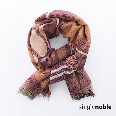 獨身貴族 漫遊楓林不規則排列條紋圍巾(2色)