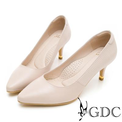 GDC-真皮基本經典尖頭上班中跟鞋-米色