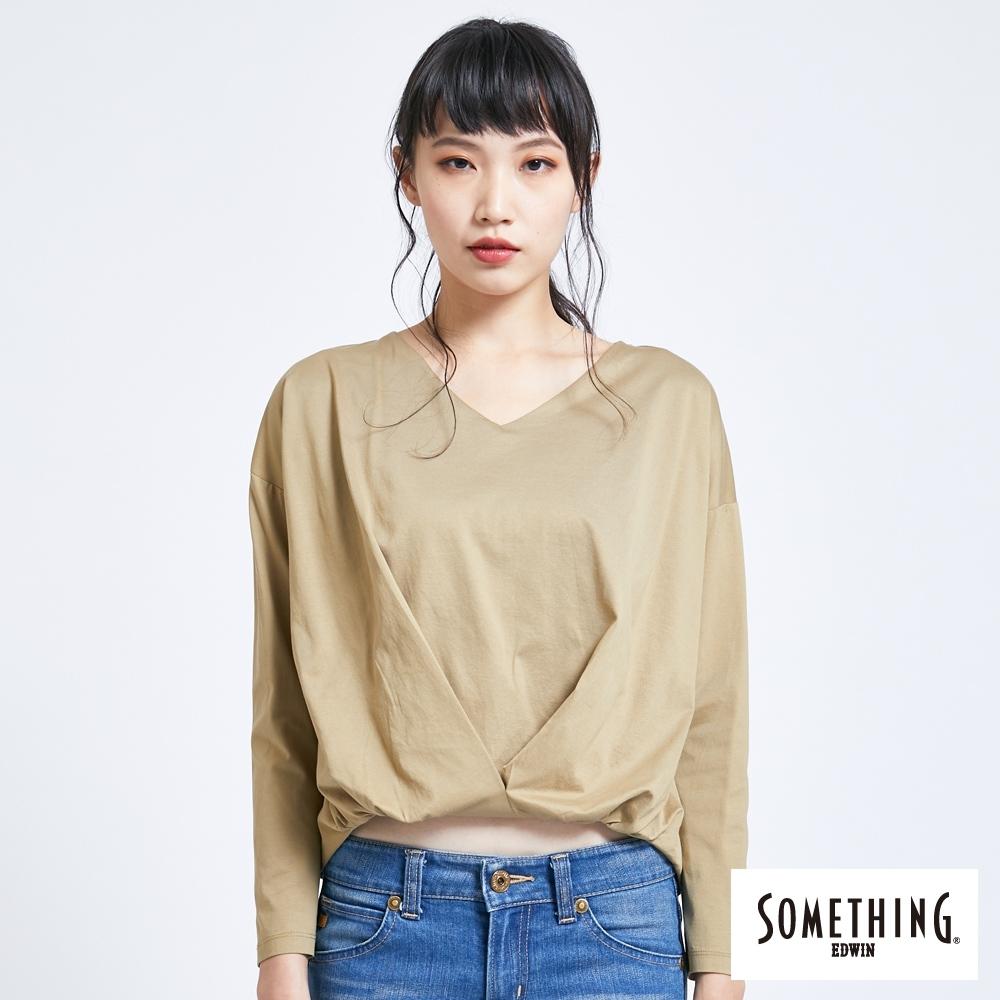 SOMETHING 簡約抓皺 造型長袖T恤-女-淺卡其