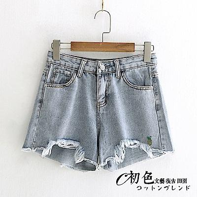 百搭小鳳梨刺繡牛仔短褲-藍色(M-XL可選)     初色