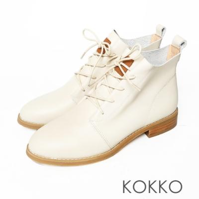 KOKKO質感牛皮綁帶率性粗跟短靴椰奶白色