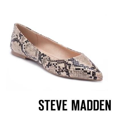 STEVE MADDEN-ADLEY 後跟拼接銀帶條尖頭平底鞋-蛇紋