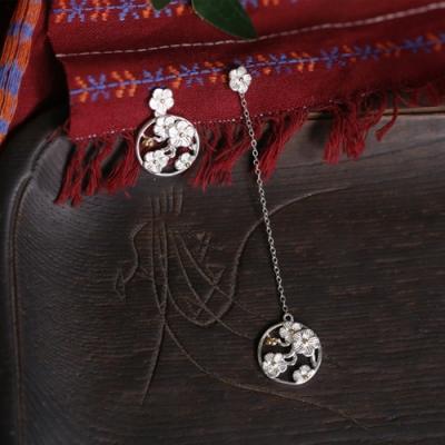 東方美學古典中式小梅花不對稱純銀耳墜-設計所在