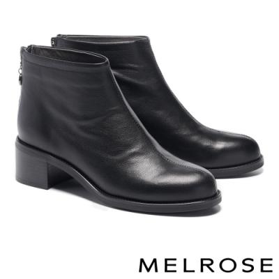 短靴 MELROSE 極簡率性俐落剪裁粗高跟短靴-黑