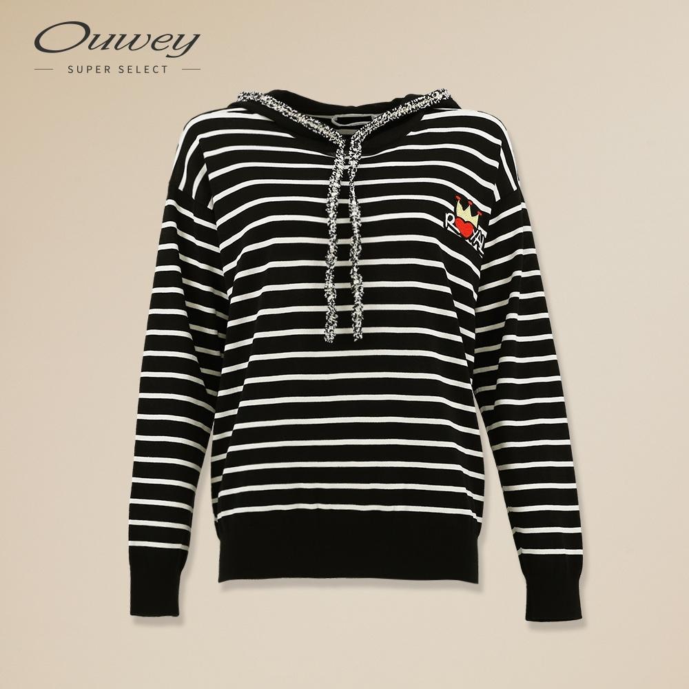 OUWEY歐薇 運動風連帽條紋針織上衣(黑)