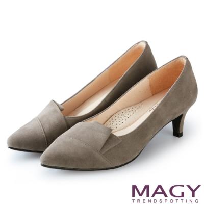 MAGY OL時髦氣場 質感剪裁絨布百搭中跟鞋-灰色