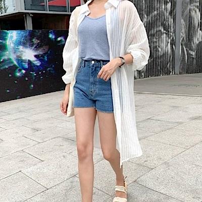 La Belleza白色鏤空細直條排開釦超長版長袖襯衫外套