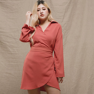 AIR SPACE LADY 中大尺碼 綁結襯衫領長袖洋裝(磚紅)