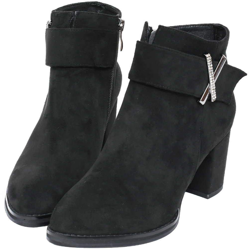 Ann'S時裝搭配-防水絨布造型X鑽扣尖頭粗跟短靴-黑