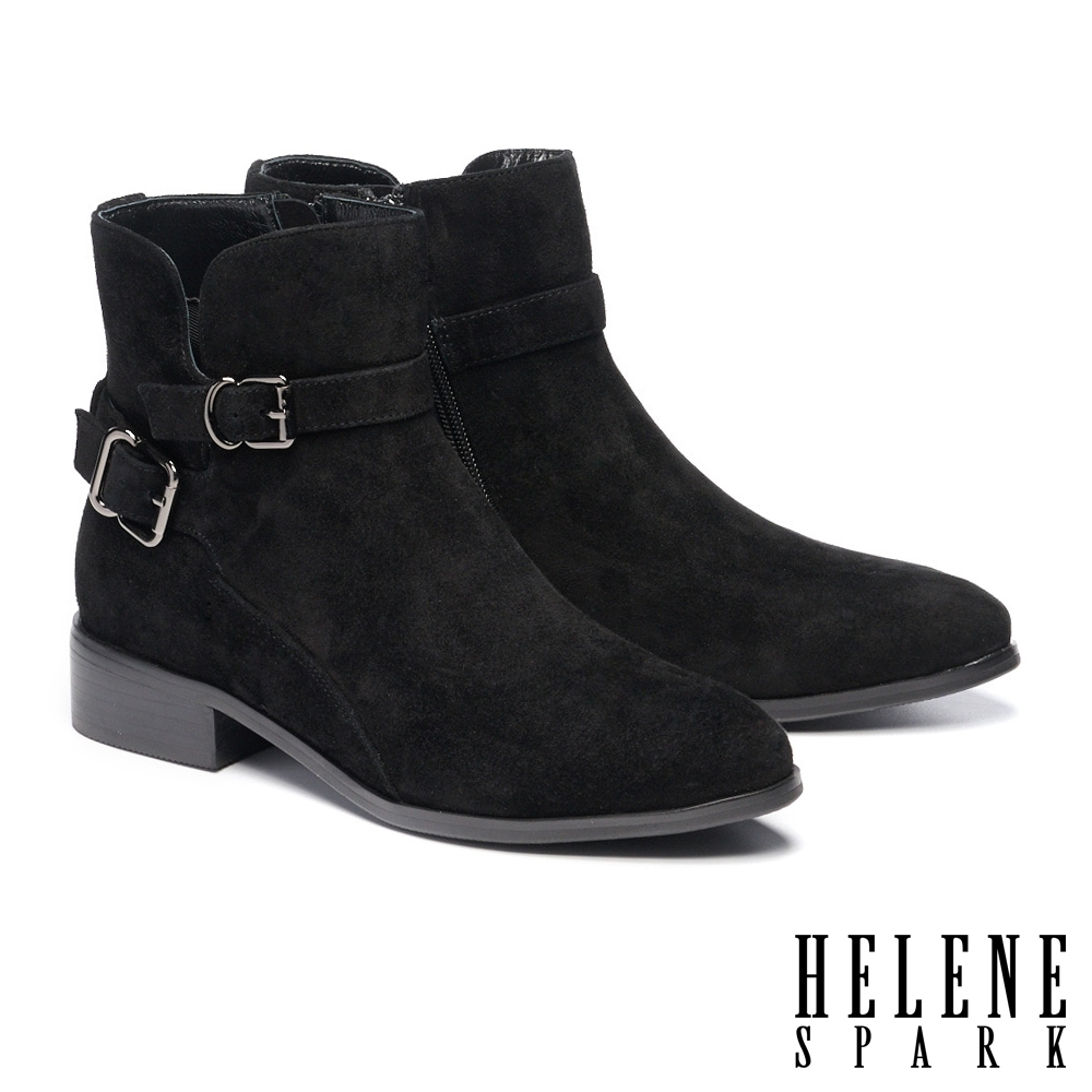 短靴 HELENE SPARK 金屬環繞繫帶造型麂皮尖頭低跟短靴-黑
