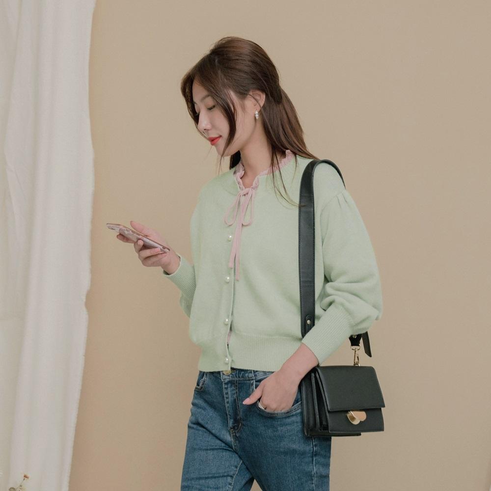 圓領抓皺拋袖珍珠釦包芯紗針織毛衣外套-OB大尺碼 product image 1