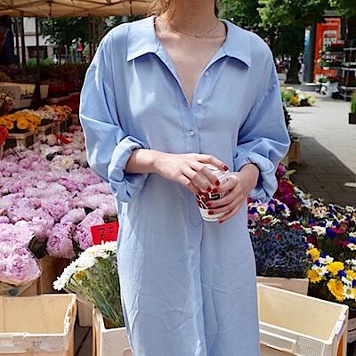 暢貨出清MOCO大露背淺藍色透明鈕釦附綁帶薄料長版襯衫洋裝