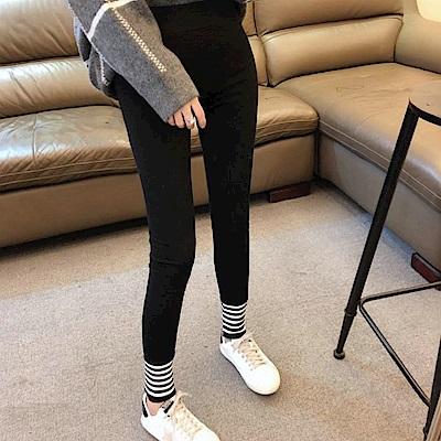 La Belleza鬆緊腰褲腳拼接黑白羅紋條紋內裡磨毛厚棉九分內搭褲