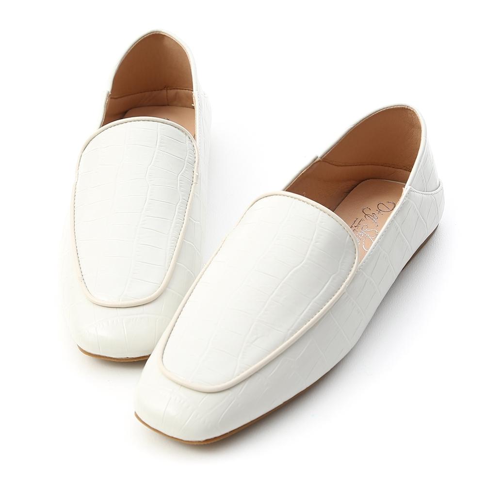 D+AF 經典時尚.立體壓紋可後踩樂福鞋*白