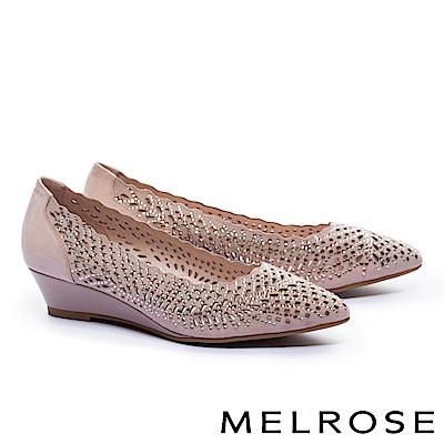 低跟鞋 MELROSE 華麗晶鑽鏤空羊麂皮尖頭楔型低跟鞋-米