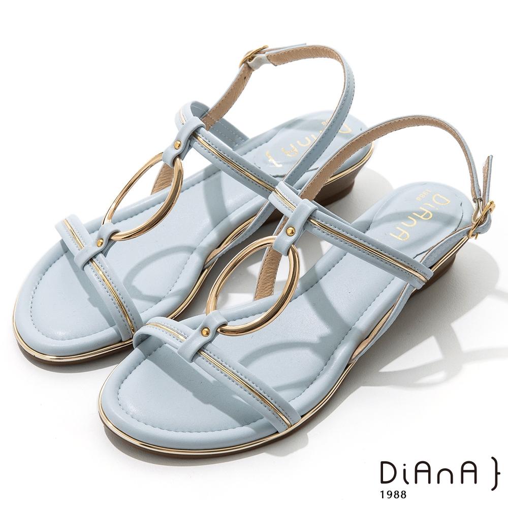 DIANA 羊紋超纖金屬圓環線條楔型低跟涼鞋-夏日風情-灰藍