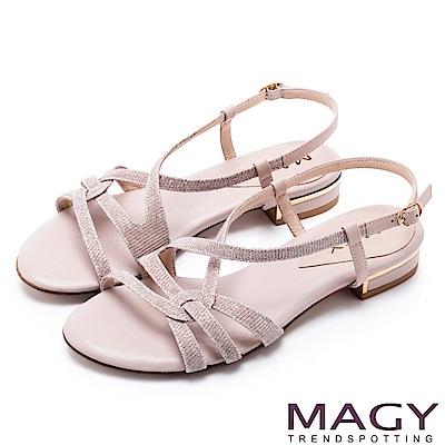 MAGY 夏日時尚 細版金蔥布面拼接皮革踝繞帶涼鞋-粉裸