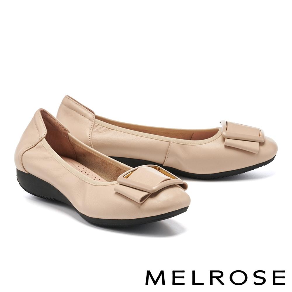低跟鞋 MELROSE 都會典雅烤漆方釦全真皮楔型低跟鞋-杏