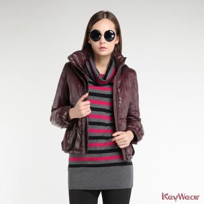 KeyWear奇威名品    摩登亮片點綴連帽羽絨短版外套-暗紅色