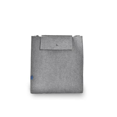 M.R.K.T. 毛氈布極簡工業風立體方包-142191C GREY(灰色)