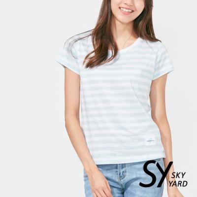 【SKY YARD 天空花園】純棉條紋圓領貼標上衣-淺藍