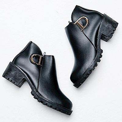 River&Moon短靴-造型D金扣側V粗跟短靴-黑