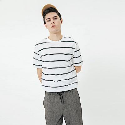 Hang Ten - 男裝 - 有機棉-小口袋V領素面T恤 - 白底黑條
