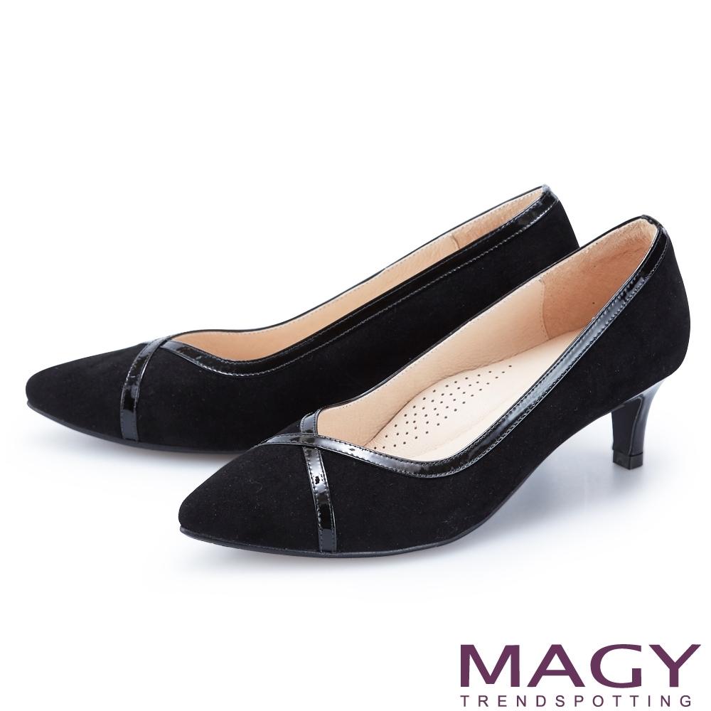 MAGY 鏡面牛皮滾邊絨布尖頭 女 中跟鞋 黑色
