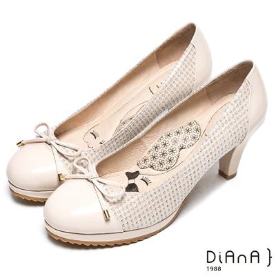 DIANA 漫步雲端厚切瞇眼美人款—簡約拼接蝴蝶結跟鞋-米