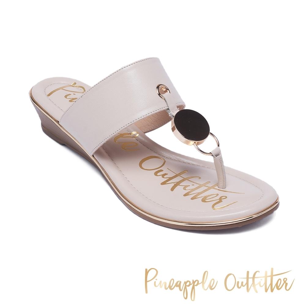 Pineapple Outfitter 個性圓飾金屬楔型夾角涼拖鞋-米白色