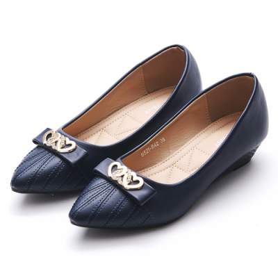 A one  愛心飾釦蝴蝶結車線造型尖頭小坡跟鞋-深藍