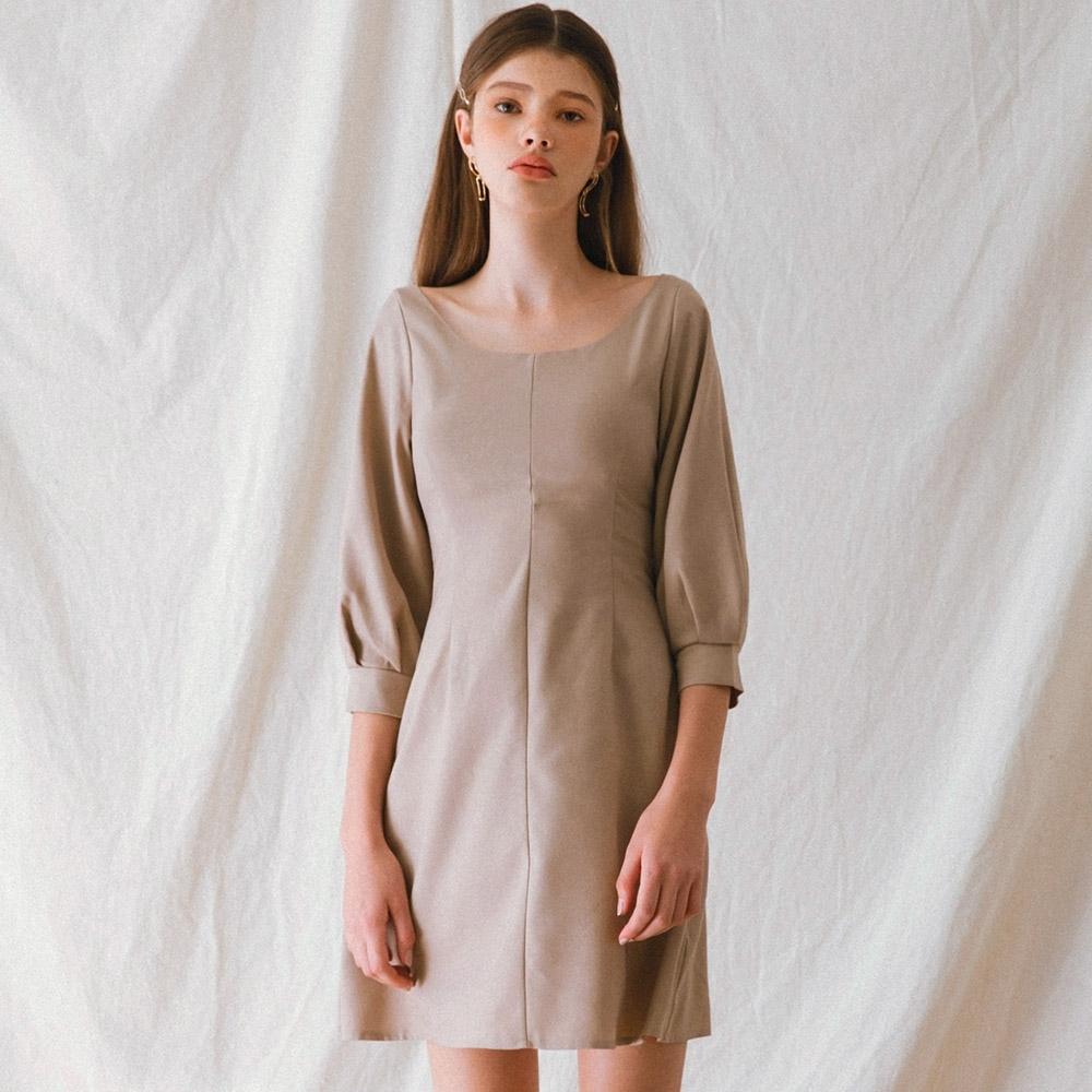 AIR SPACE LADY 典雅小膨袖背綁帶洋裝(杏)