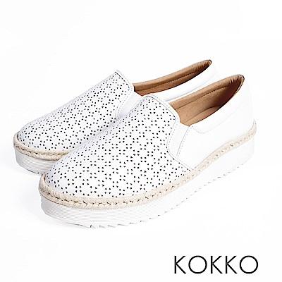 KOKKO -繽紛年華雕花麻繩真皮休閒鞋-純真白
