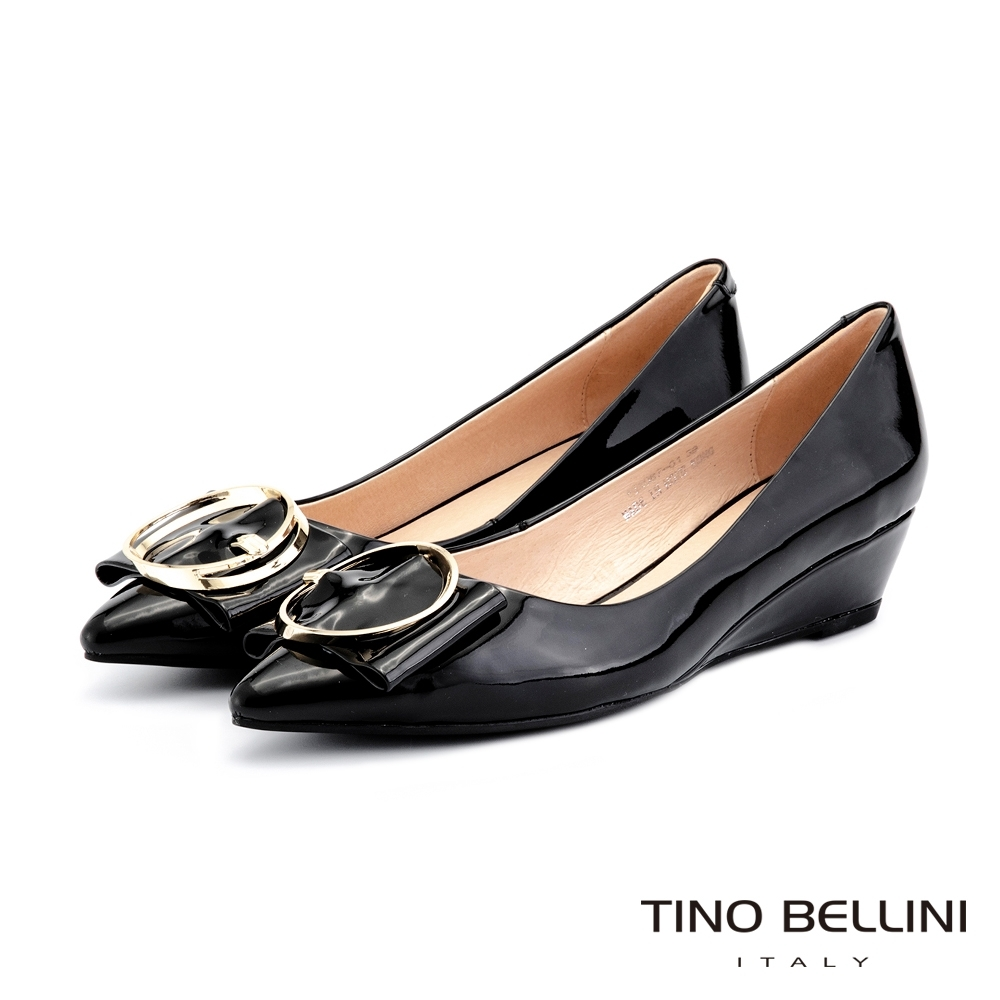 Tino Bellini牛漆皮高貴金釦楔型鞋_黑