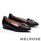 高跟鞋 MELROSE 知性大方淺金飾釦羊皮拼接壓紋牛皮尖頭楔型高跟鞋-黑