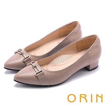 ORIN 魅力時尚OL 金屬飾扣羊皮尖頭低跟鞋-可可