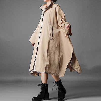 蝙蝠寬袖傘擺斗篷防水風衣-(卡其)Andstyle