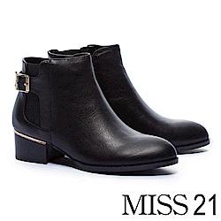 短靴 MISS 21 率性金屬釦環鬆緊帶拼接摔紋牛皮粗跟短靴-黑