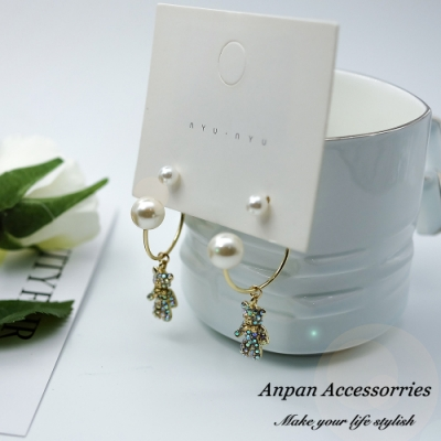 【ANPAN愛扮】韓東大門SWEET珍珠彩鑽熊925銀針耳釘式耳環(前後扣一式二載)