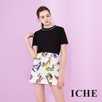 ICHE 衣哲 時尚滾邊裝飾顯白印花鉛筆造型A字短裙-白