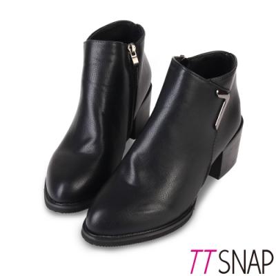 TTSNAP短靴-俐落造型扣飾側拉鍊中跟踝靴 黑