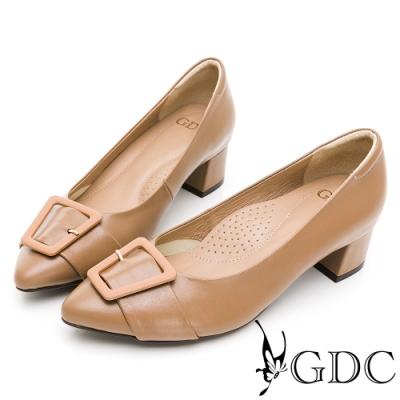 GDC-復古莊園歐風真皮方扣蝴蝶結素色尖頭中跟鞋-奶茶色