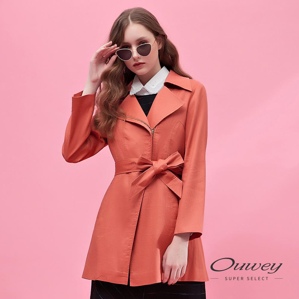 OUWEY歐薇 都會時尚西柚紅花卉內裡長版大衣(磚)