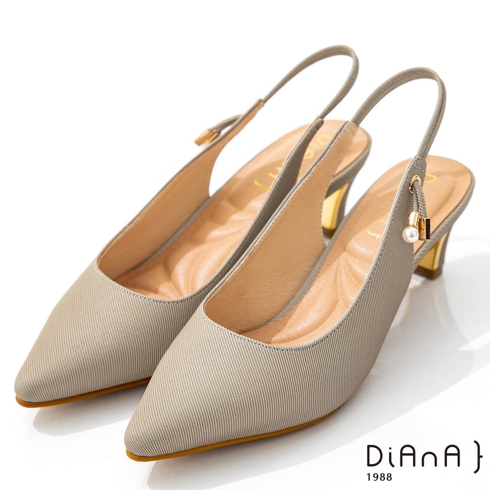 DIANA 6cm質感進口漸變雙色布珍珠釦飾尖頭穆勒跟鞋-優雅女伶-卡其灰