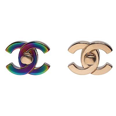 CHANEL 香奈兒可替換CC LOGO經典轉釦造型穿式耳環(金X炫彩)